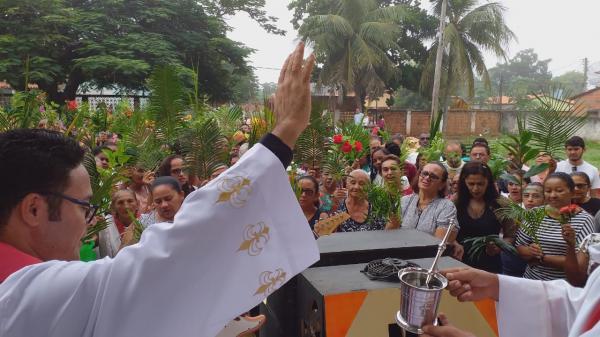 Padre José William celebra missa no domingo de ramos no Bairro Bela Vista e na Igreja Matriz.