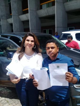 Vereador Raimundo Amaro entrega pedidos para a Deputada Federal Marina (SD) PI