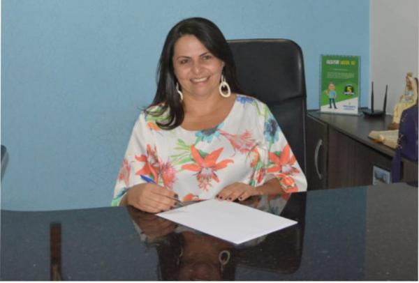 Clédja Benvindo assume a Prefeitura de Bom Jesus no Piauí