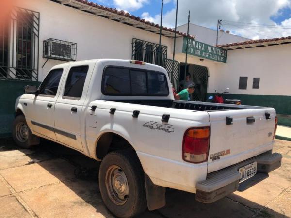 Vereadores devolvem carro da Câmara para alugar veículo em Esperantina