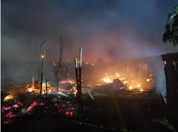 Grande incêndio no Recanto das Emas e trinta famílias perdem tudo