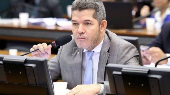 """Deputado líder do Governo na Câmara xinga e diz que a """"Bahia é um lixo""""; veja vídeo"""