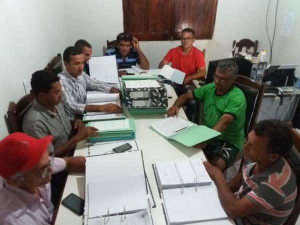 Vereadores de Currais desconhecem o Recesso e debruçam nas contas do Prefeito Raimundo Santos.