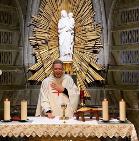 'Nasci novamente', declara padre Marcelo Rossi uma semana após cair em missa