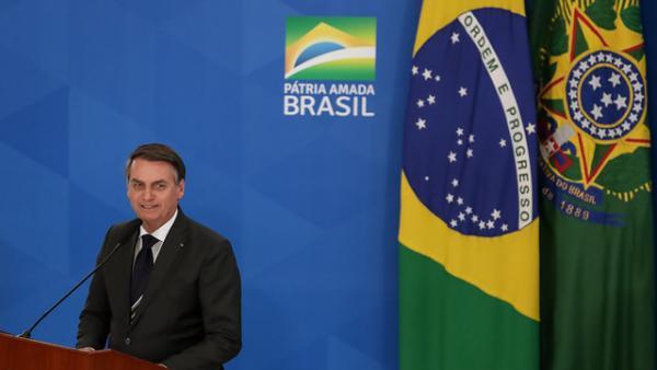 Bolsonaro diz que radares móveis no Brasil acaba semana que vem