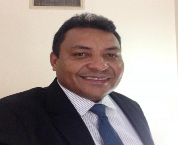 Juiz manda prefeito de Novo Oriente pagar salários de servidores atrasados há meses