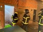 Celular carregando causa incêndio e destrói casa na zona Leste