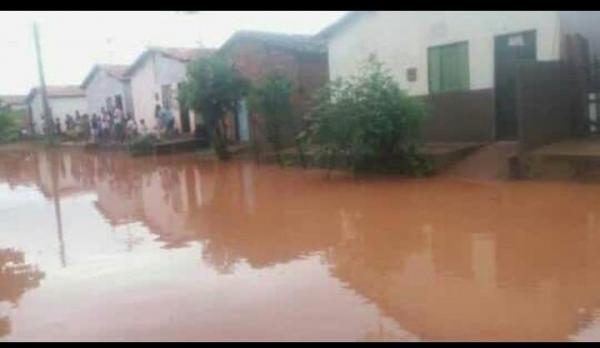 Cidade de Riacho Frio fica inundada devido a fortes chuvas