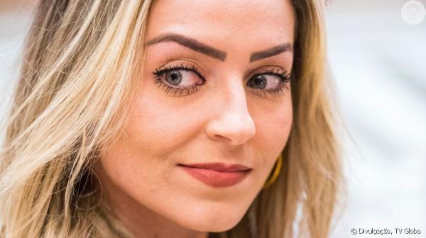 Paula do BBB 19, pode ser presa por até 3 anos caso seja condenada pelo crime de injúria por preconceito religioso.